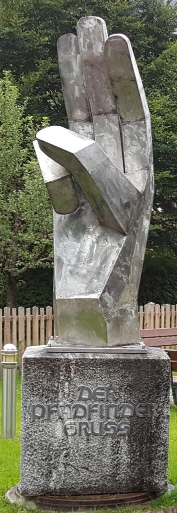 Skulptur aus Großarl- Pfadfindergruss