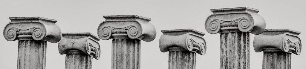 6 griechische Säulen