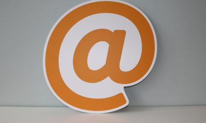 At-Zeichen: Foto von den Onlineprinters auf Unsplash